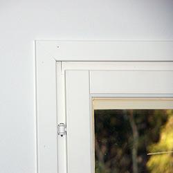 Ikkunalistojen asennus