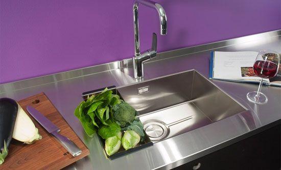 DesireL on allas minimalistiseen keittiöön Yksi tilava allas, jonka äärellä