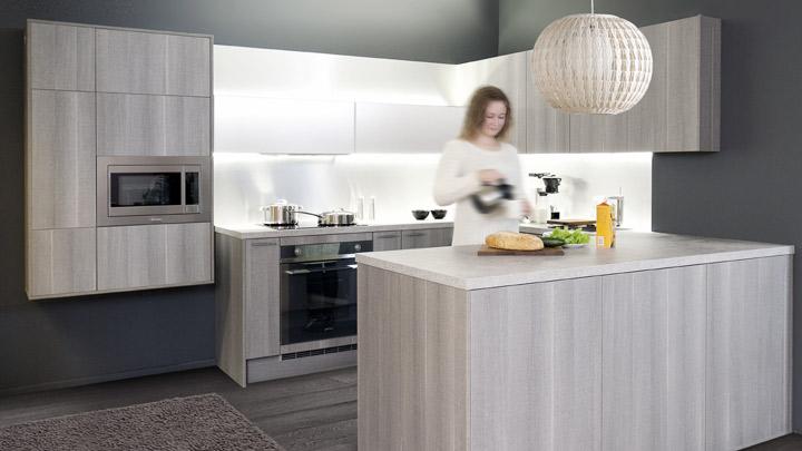 Domus tarjoaa keittiön ostajalle liukuoviryhmän puoleen