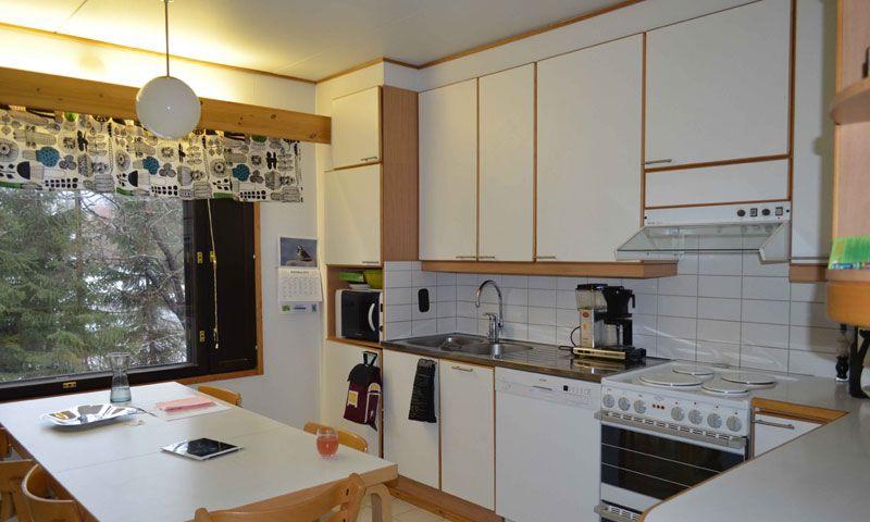Keittiöstä remontoitiin moderni, valoisa ja toimiva