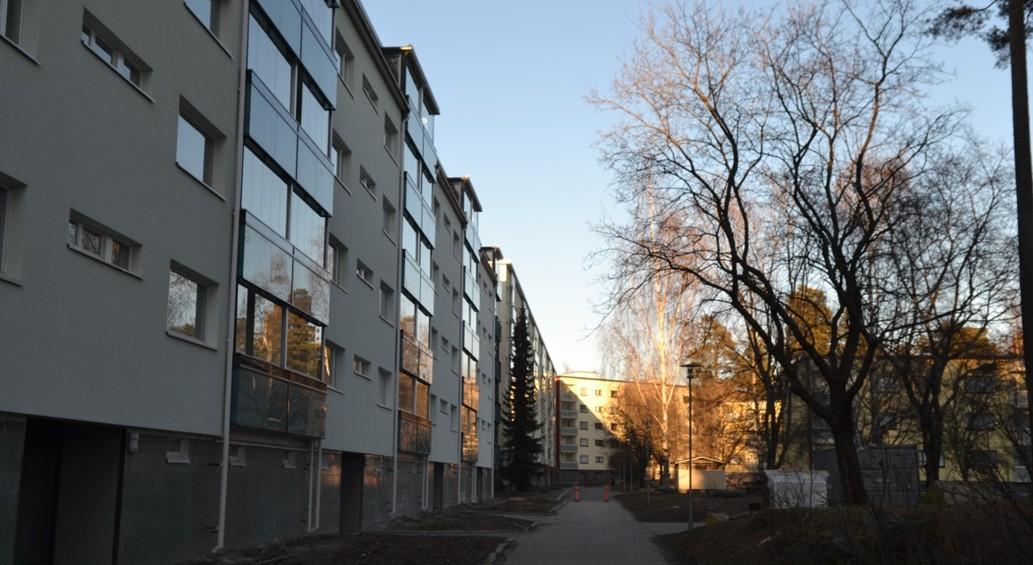 Lasi-alumiinirakenteet ovat suosittuja ratkaisuja lähikerrostalojen julkisivuja korjattaessa ja uudistettaessa. Parveke säilyy rakennusoikeuteen kuulumattomana ulkotilana lasittamisen jälkeenkin