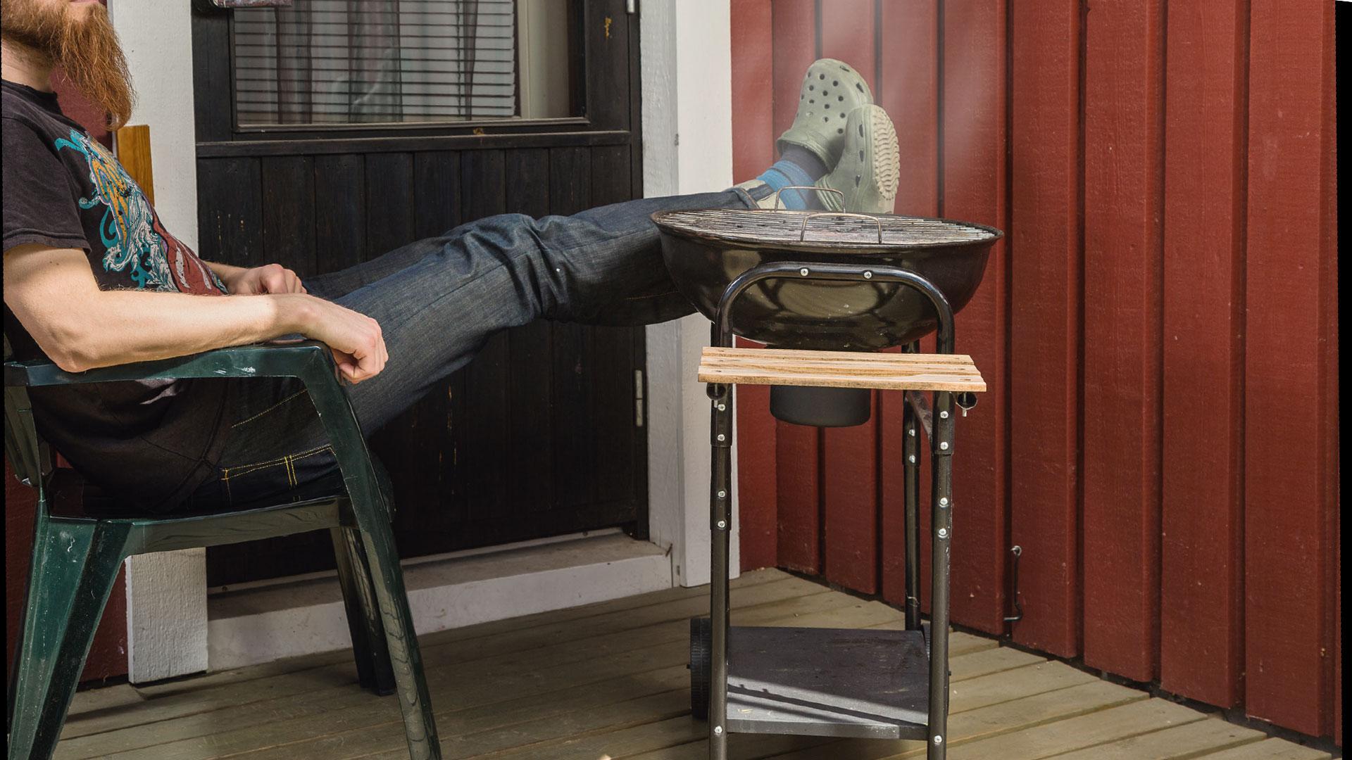 Jos taloyhtiössä on hyväksytty järjestyssäännöt, joissa grillaaminen parvekkeella kielletään, onko tätä sääntöä noudatettava?