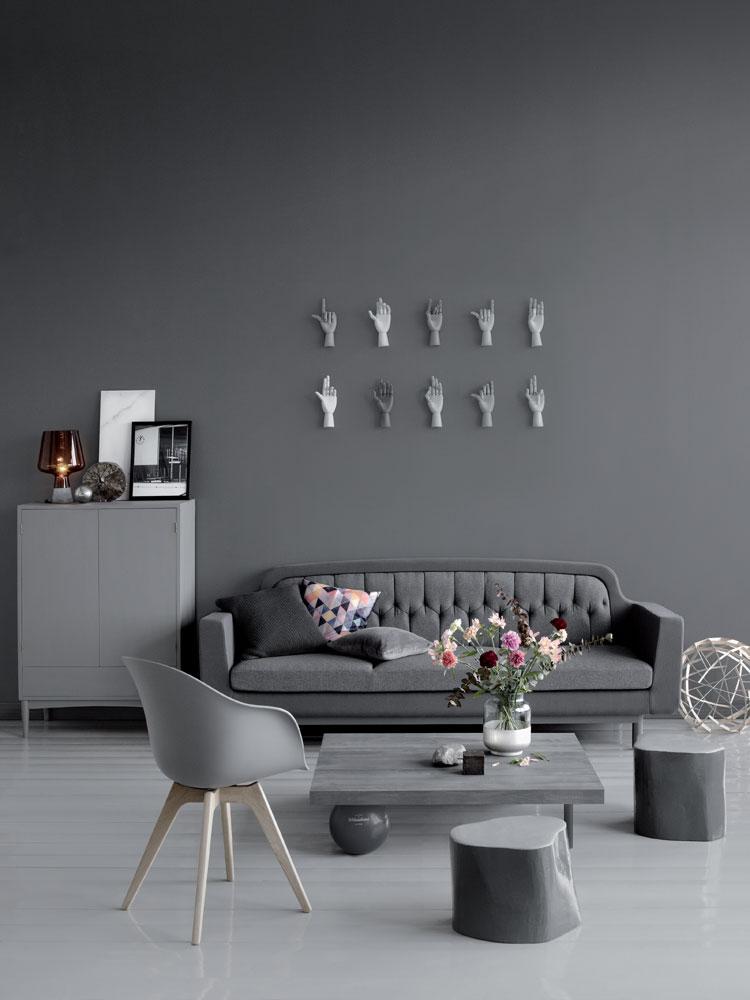 Valkokangas maalaamalla seinälle