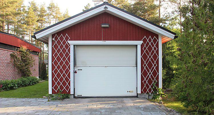 Autotalli tarvitsee myös uuden oven