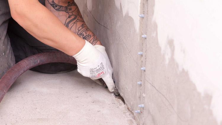 Eskon Oy on korjausrakentamiseen erikoistunut yritys, joka suorittaa mm. betonirakenteiden vesivuoto-, letku-, ja halkeamainjektointeja pitkällä kokemuksella.