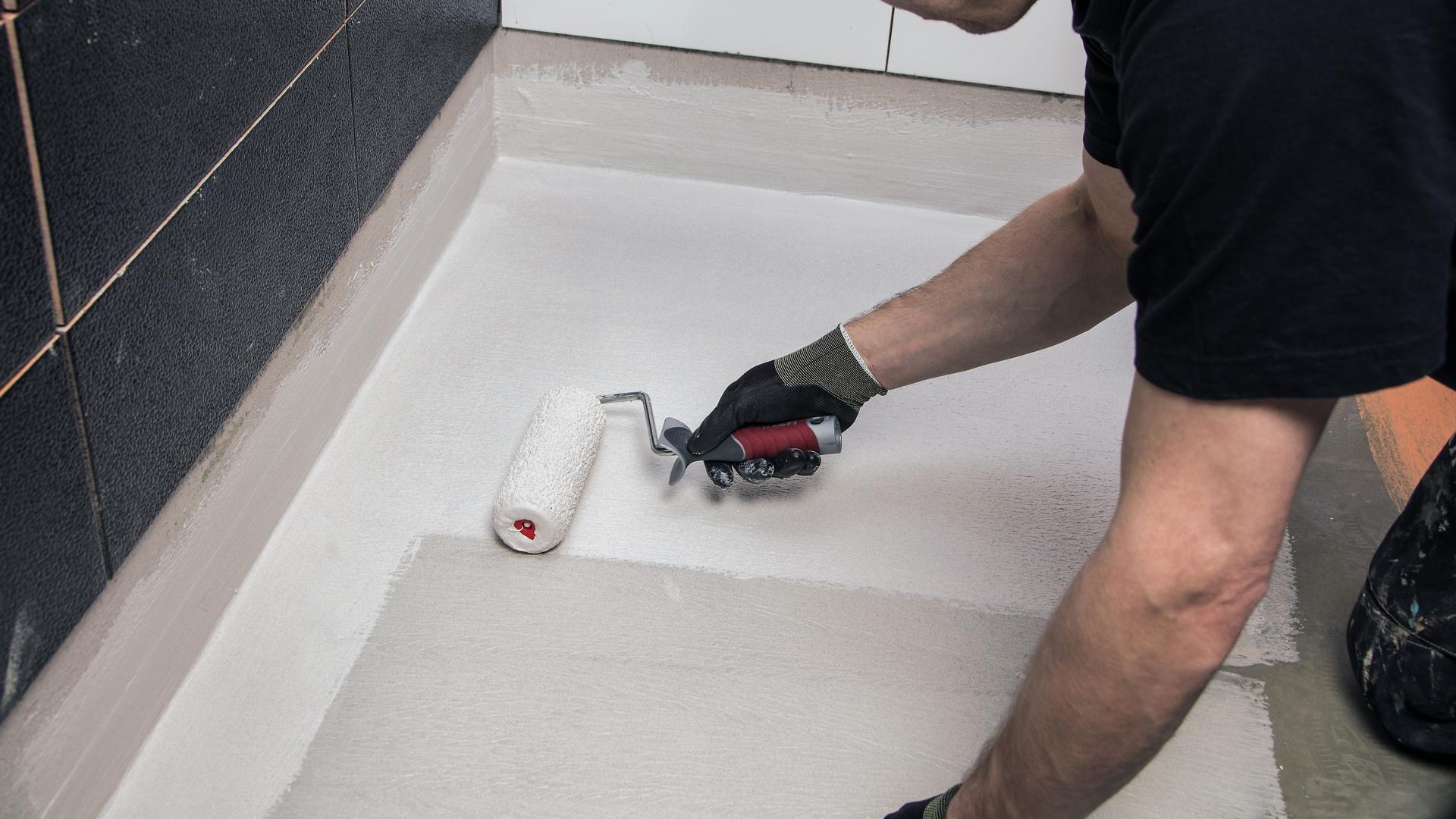 Vedeneristys estää kosteuden kulkeutumisen lattia- ja seinärakenteisiin.