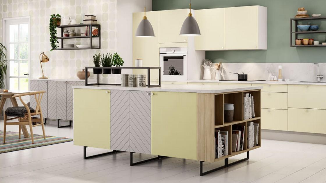 Kollaasi-keittiössä yhdistellään värejä, kuvioita ja erilaisia materiaaleja.