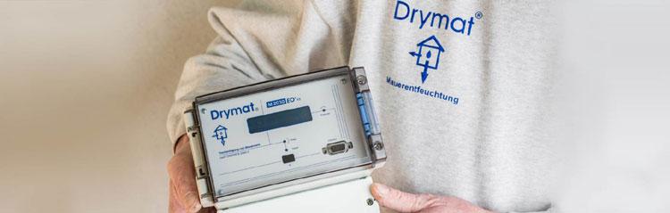 Drymat Systemen pistotulppa laitetaan pistorasiaan ja laite on toiminnassa.