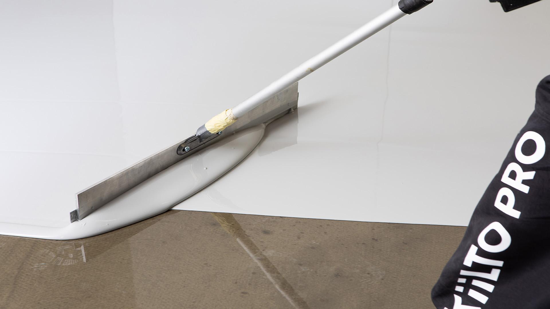 Kiilto Block levitetään kahteen kertaan teräslastalla tai säätölastalla.