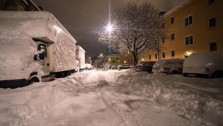 Lumikuormaa kannattaa seurata pitkin talvea Ympäristökeskuksen sivuilta.