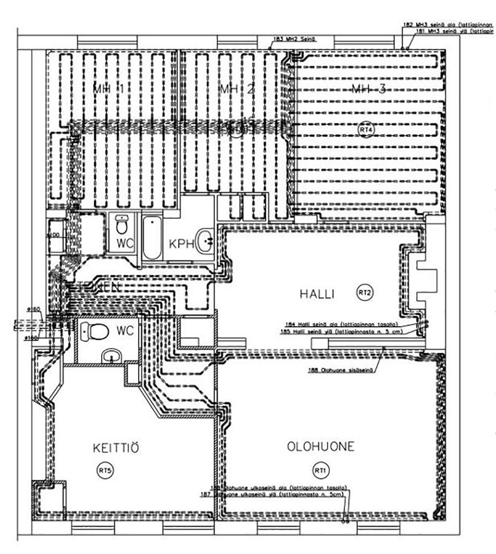 Toteutussuunnitelmasta näkee, että takapihan puolella kuivatuskanavat menevät uusissa lattiavaluissa. Muualla asunnossa kanavat menevät seinien vieressä.