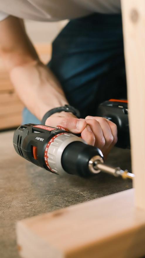 Akkuporakone voi löytyä vielä kohtuu helposti työmaalla, harvemmin käytettyjen työkalujen osalta paikannus voi olla välillä paikallaan