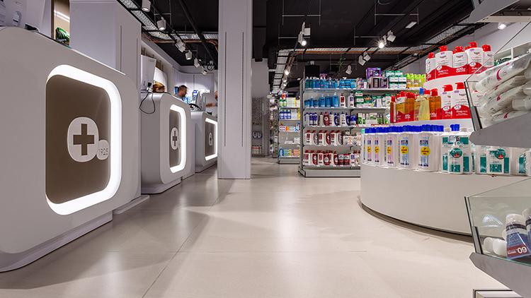 ACTIVE 2.0 lattialaatta pitää pinnat bakteereista vapaana ja toimii erinomaisesti esimerkiksi apteekeissa.