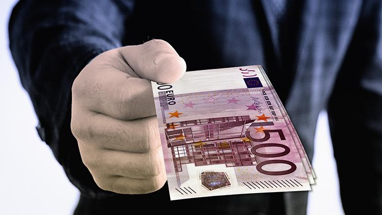 Kotitalousvähennyksen maksimimäärä tulisi viipymättä nostaa 5000 euroon vuodessa.