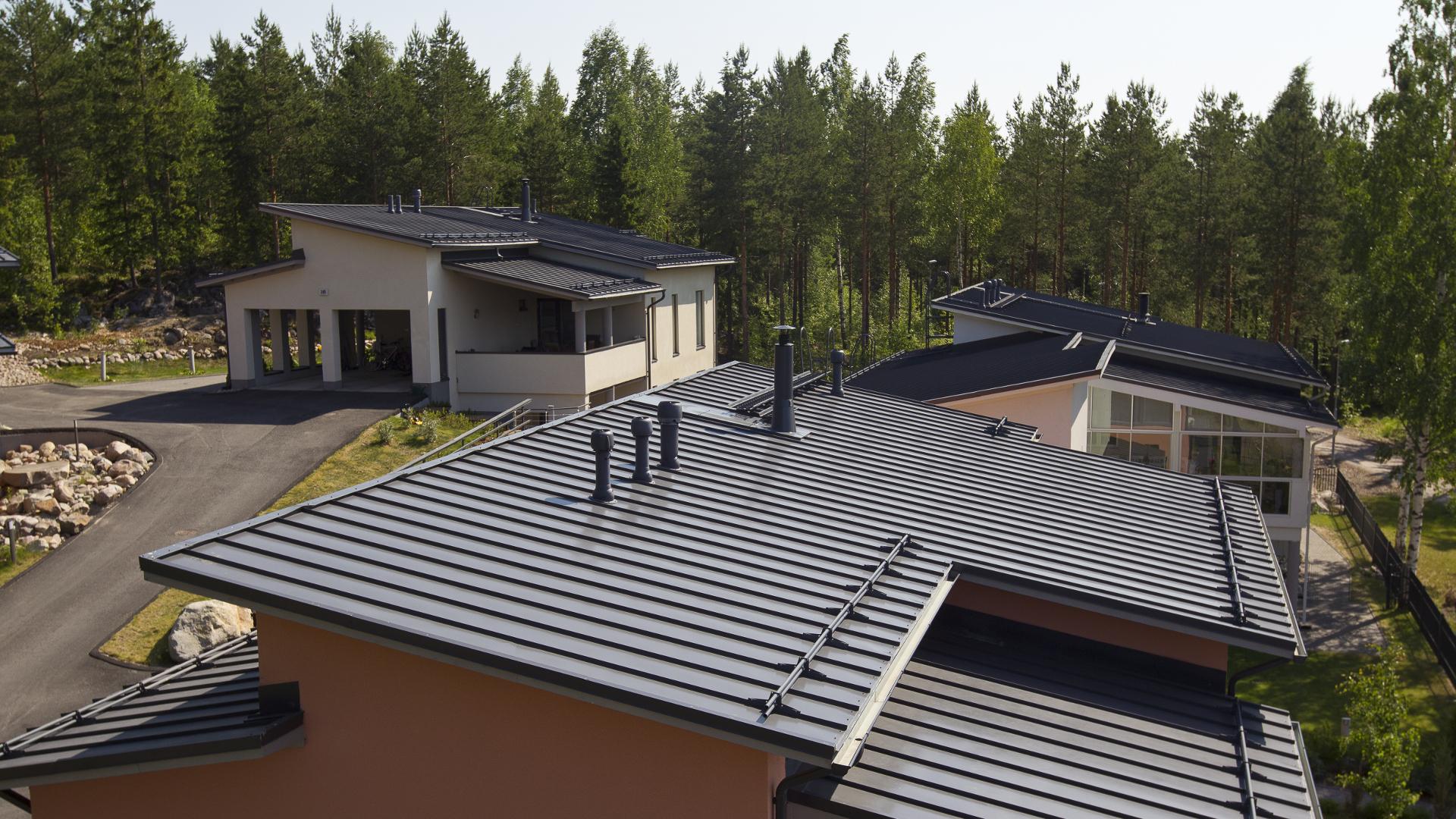 Pelti on monikäyttöinen kattomateriaali erilaisiin toteutuksiin