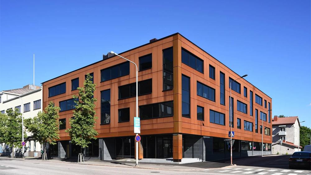 Kouvolan keskustassa sijaitsevan Kymen Lukon rakennus uusitaan lähes perustuksia myöten ja pintaan on valittu näyttävä Ruukki Cor-Ten®