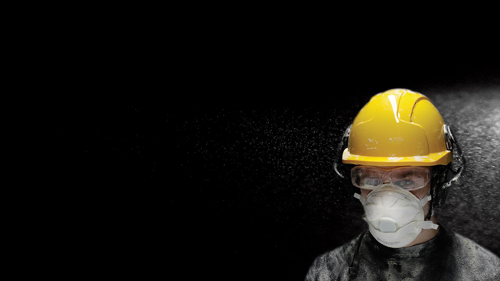 Rakennusalalla pölyntorjunta on muun muassa rakennusvalvojien vastuulla.He voivat edellyttää urakoitsijoilta toimenpiteitä, jos työmaan pölyntorjunnassa havaitaan puutteita. Kuva: Antti Väisänen