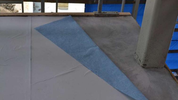 Hengittävä PrimaCover Active -suoja soveltuu erityisesti luonnonkivi- ja puulattioille. Se suojaa lattiat kosteudelta, lialta ja mekaanisilta vaurioilta.