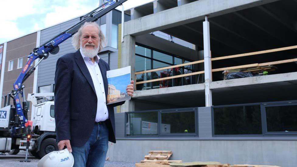 Eero Saikkoselle myönnettiin rakennusneuvoksen arvonimi.
