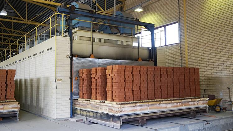Wienerbergerin Korian tehtaalla tiilet poltetaan maakaasulla ja biokaasulla.