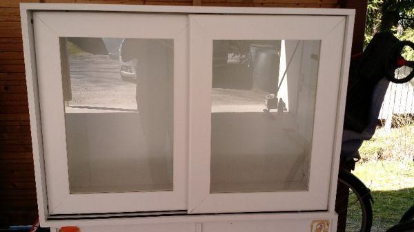 Myydään Uusi keittiö kaapit taso hana allas keraaminen liesi