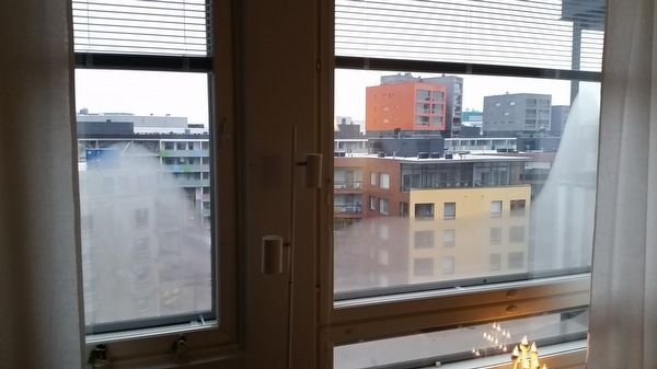 asunnon ikkunat huurtuvat sisäpuolelta