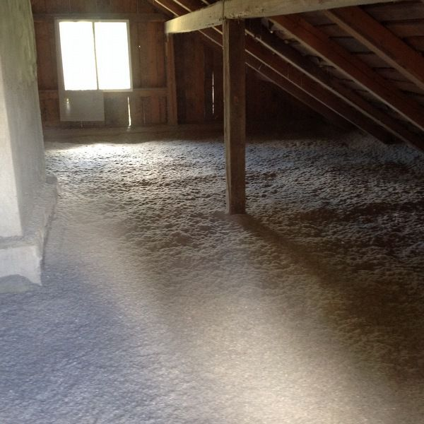 Vanhan talon lattian eristys