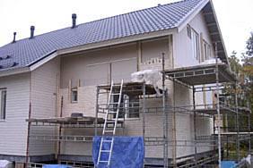 Kastelli-talo teräsperustuksilla