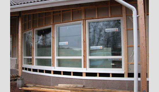 Ikkunoiden tippalistat paikoillaan