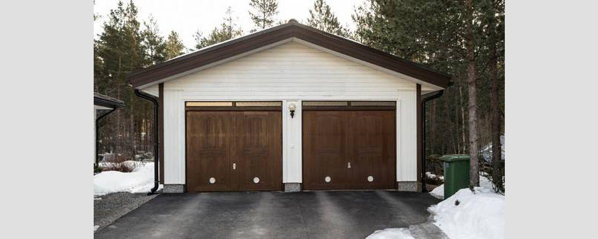 Vanhojen autotallin ovien vaihto uusiin