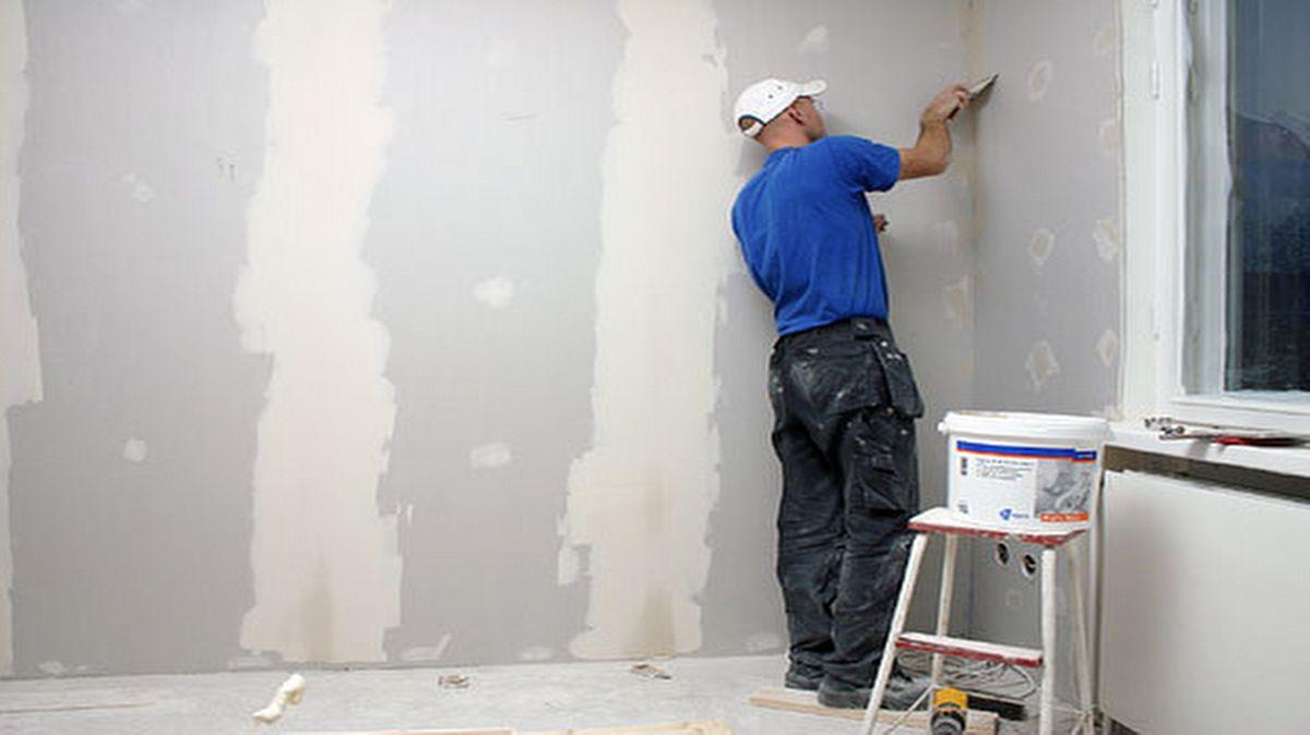 Seinän kittaus ja pohjamaali – Lähellä tulisija