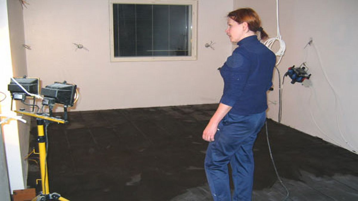 Yläpohjan eristys, lattioiden laatoitus